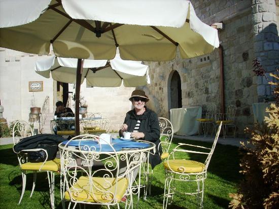 Tafoni Houses: breakfast in the sun