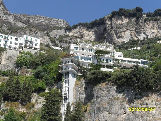 Santa Caterina Hotel : Hotel view from the water