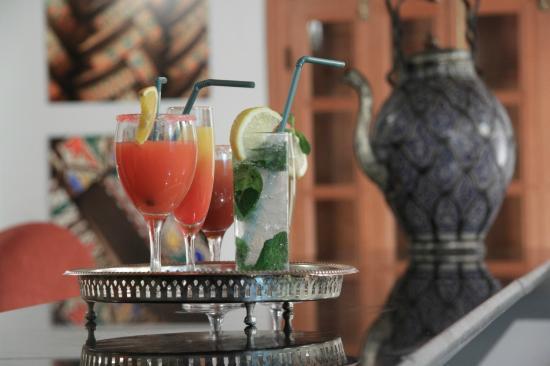 Eden à Palais Amani : cocktails served at the tapas bar