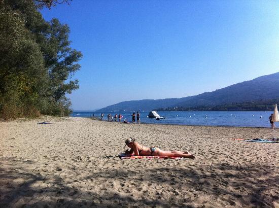 Camping Conca d'Oro: Spacious sand beach