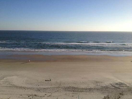 Tropical Winds Oceanfront Hotel: view from 7th floor Daytona Beach