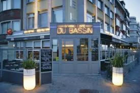 Hotel du Bassin: Ingang restaurant