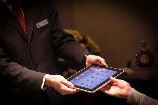 Golden Well Hotel : iPad at your service