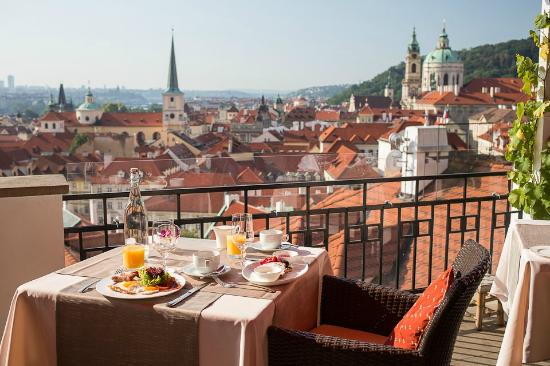 Golden Well Hotel : Terasa U Zlate Studne Restaurant - breakfast