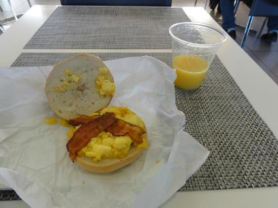 Element Las Vegas Summerlin: Free Breakfast - Taste Great !