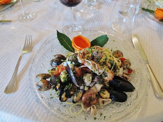 Hotel Monterosso Alto: Seafood salad to die for!