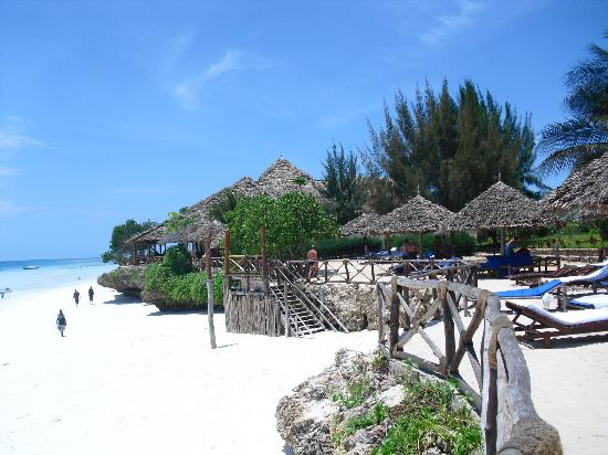 Baobab Beach Resort: View of the beach directly in front of the village