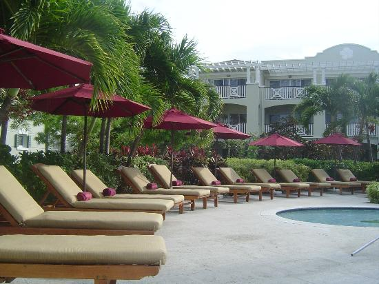 Royal West Indies Resort: Lounge Chairs & Towel Service