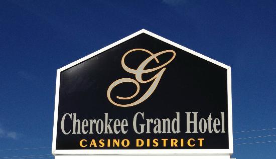 Cherokee Grand Hotel: Sign