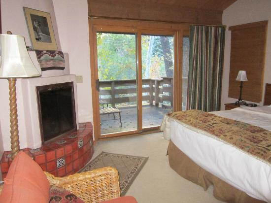 Junipine Resort: View through bedroom
