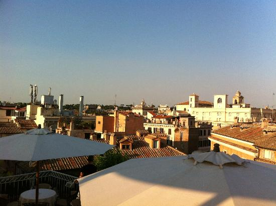 Hotel Raphael - Relais Chateaux: View from roof top garden