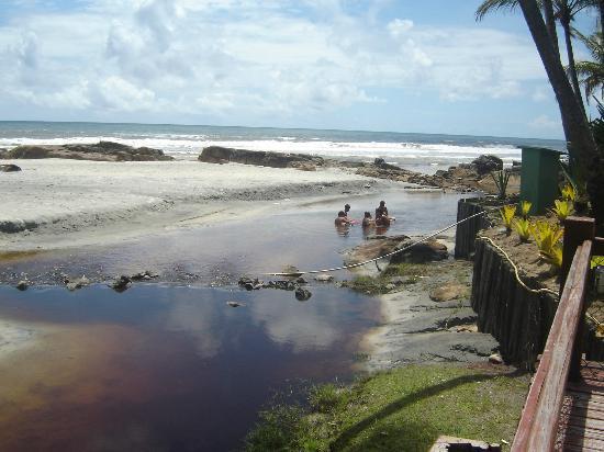Cana Brava All Inclusive Resort: Rio desaguando no Mar