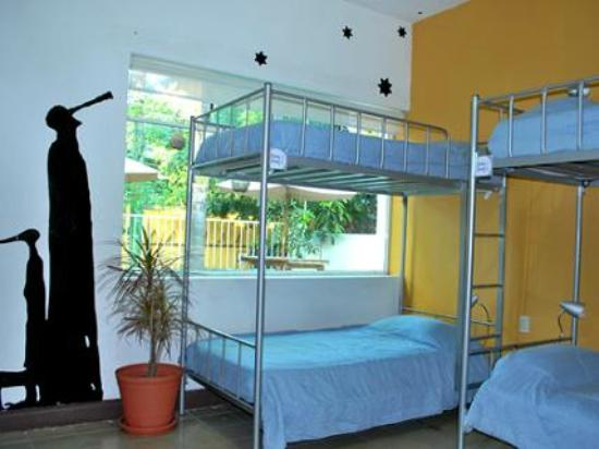 "Hostel Guadalajara Hospedarte: 8-bed dorm ""Colunga"" (Equipped with lockers and shelves)"