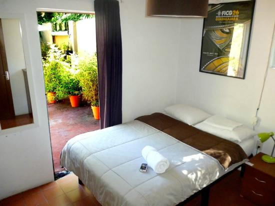 "Hostel Guadalajara Hospedarte : Double bed private ensuite - ""Del Toro's Room"" (Door to Roof terrace)"
