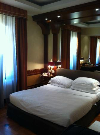 Hotel Raphael: Room right view