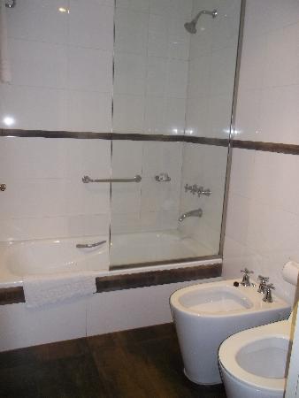 Moreno Hotel Buenos Aires: Baño
