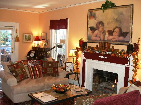 Clay Corner Inn - Blacksburg, VA. Main House Living Room with Fireplace and TV with Netflix