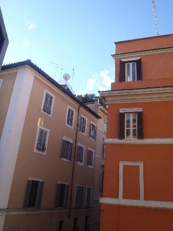 Residenza Navona First: vista dalla camera