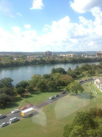 هوليداي إن أوستن - تاون ليك: View from Lake side rooms 