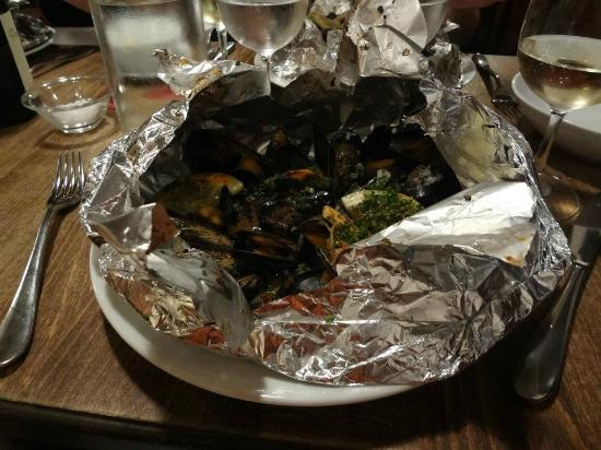 L'Ourcine : Most delicious, most tender mussels I've ever tried.