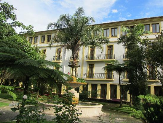 Azoris Angra Garden Plaza Hotel: view of hotel from gardens