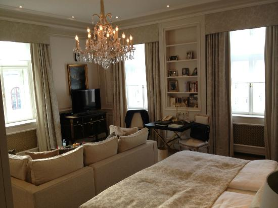 Hotel Sacher Wien: Suite 417, main room