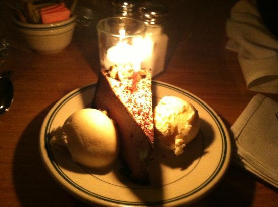 Paradise Cafe: Birthday cake at the Paradise!