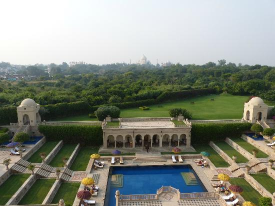 ‪‪The Oberoi Amarvilas‬: Pool and view of the Taj Mahal