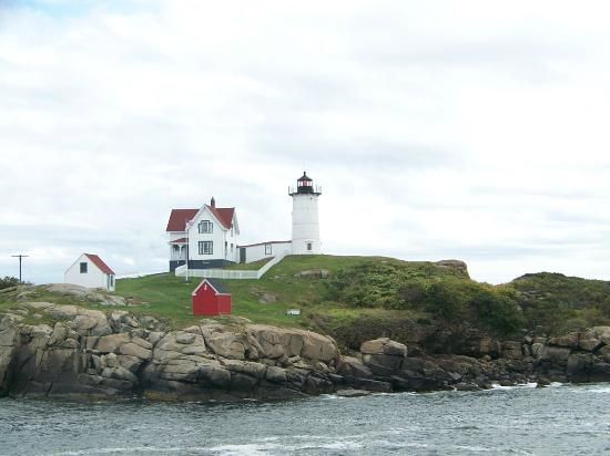 The Elmere House: Nubble light House
