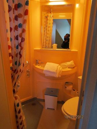 Hotel Le Blason: Salle de bain très propre et temp.Eau Ajustable super