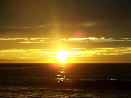 The Elmere House: Sunrise over Atlantic 3 mins from Elmere House
