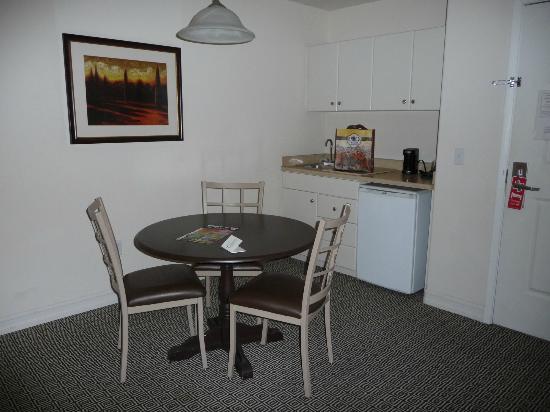 Tuscany Suites & Casino: Küchenecke