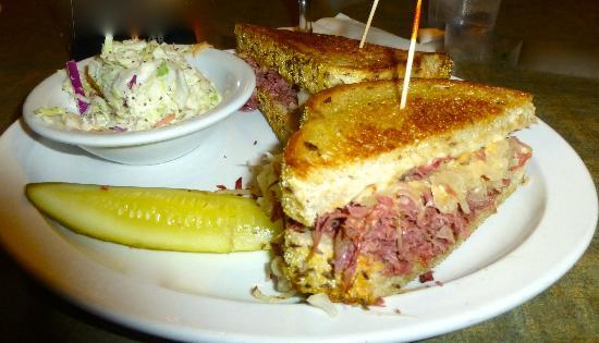 Juicy's Famous River Cafe: Delicious Reuben Sandwich w/cole slaw