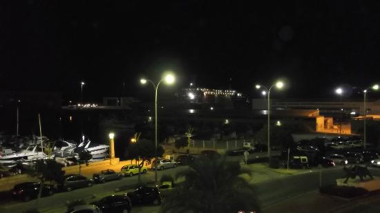 Hotel El Raset : View at night from hotel room