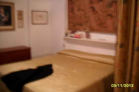 Residenza Ca' San Marco : bed, slightly blurry shot