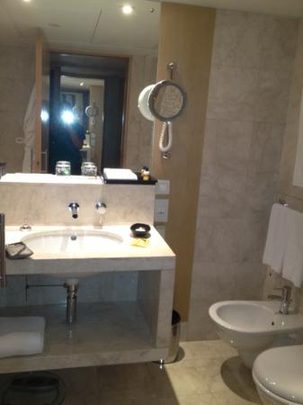 Hyatt Regency Dubai: Bathroom
