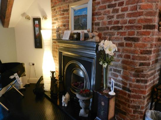 The Merchant House: Beautifukl fireplace