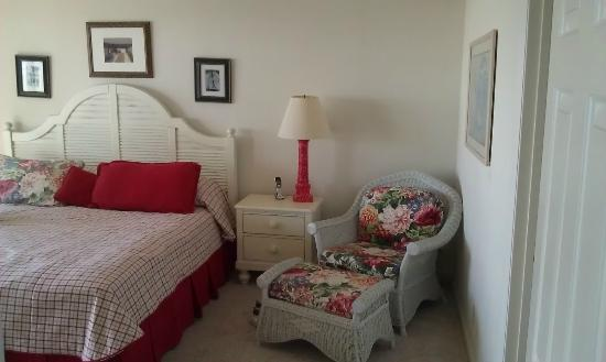 Litchfield Beach & Golf Resort: king bedroom (not master suite)