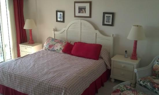 Litchfield Beach & Golf Resort: King bedroom (not master)