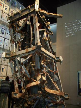 Newseum – Muzeum Newsów i Dziennikarstwa: Communications Antenna from World Trade Center