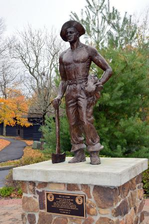 Giant City State Park: Statue dedicated to Civilian Conservation Corps workers