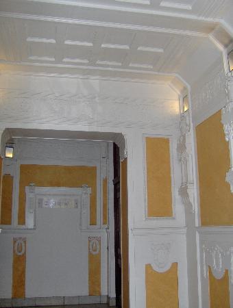 Hotel Art Nouveau: l'ingresso