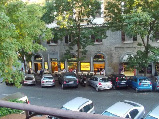 โรงแรมอเมเรีย: restaurant across street, nice staff great food