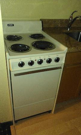 TownePlace Suites Phoenix North: Stove in the room was a bit dated