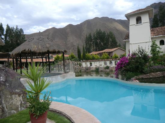 Aranwa Sacred Valley Hotel & Wellness : Beautiful pool and surrounding Andes mountains