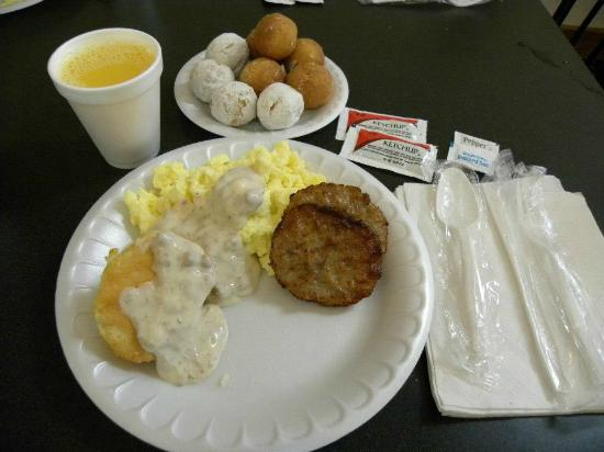 Clarion Hotel Beachfront: Basic breakfast fare