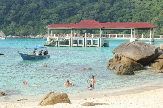Mama's Place: Perhentian Island Resort beach area, short walking distance from Mama's