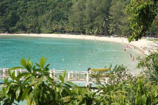 Mama's Place: view from a bridge heading to Perhentian Island Resort beach (large beach)