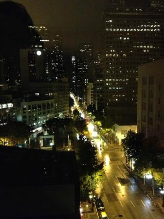 Mayflower Park Hotel: Night View from room 1020