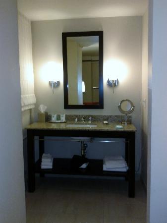Colcord Hotel: Vanity